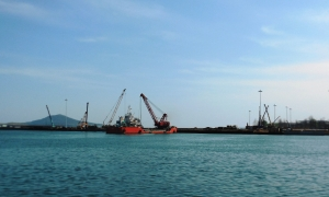 Construction of Russian-financed peer in Rajin port (taken by the author, May 2013).