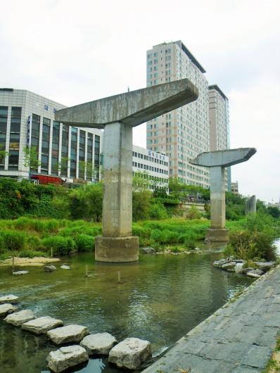 Old freeway pillars on the Cheonggyecheon